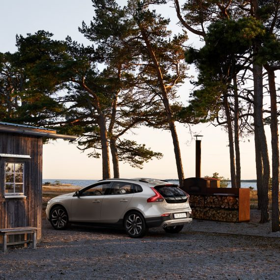 Volvo V40 T5 AWD Cross Country Location 7/8 Rear